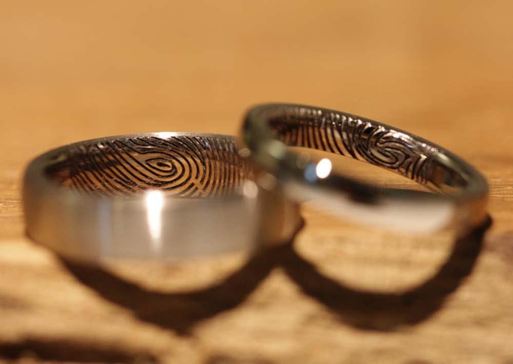 fingerabdruck-trauring-graugold