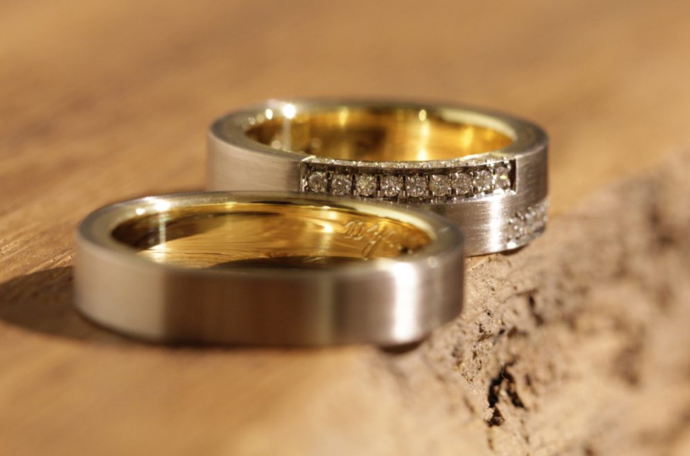 Picture 003b: individual wedding rings, two-tone with diamonds, gray gold outside, yellow gold inside.