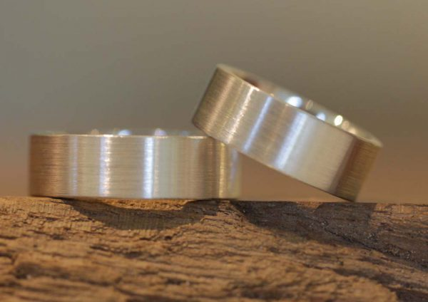 Picture 006: wide wedding rings made of palladium, made in the jewelry garden in Stolberg.