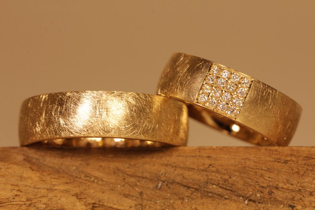 Picture 007a: Rose gold wedding rings, surface frosted, pavee brilliant-cut diamonds.