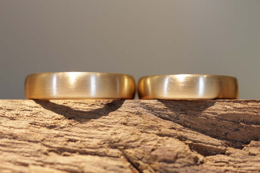 Photo 009: Wedding ring production, a pair of wedding rings in rose gold, matt.