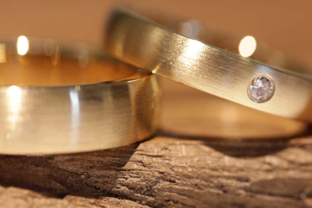 Image 011: Wedding rings made of rose gold with diamonds from the jewelry garden.