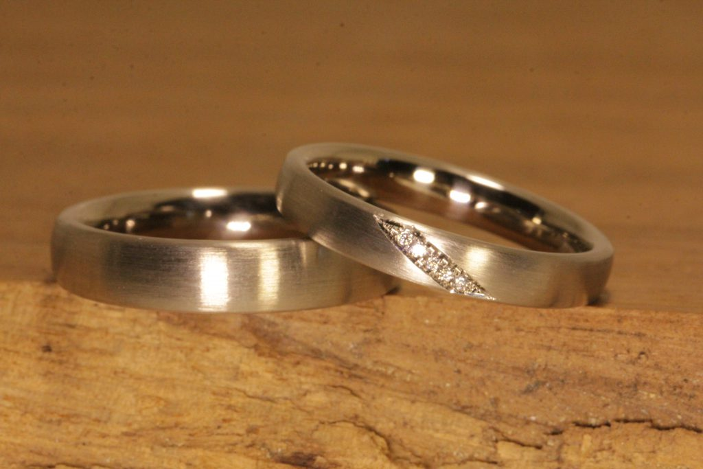 Image 014: Wedding rings made of gray gold, ladies' ring with a diagonal diamond line.