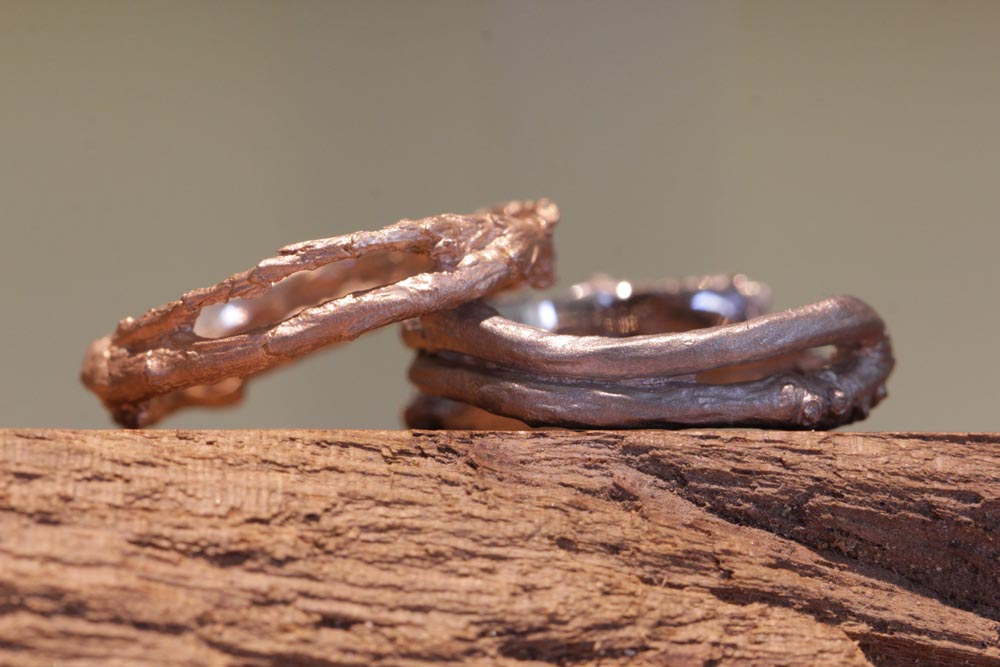 Image 015: unusual wedding rings from the (jewelry) garden, molded branches become wedding rings.