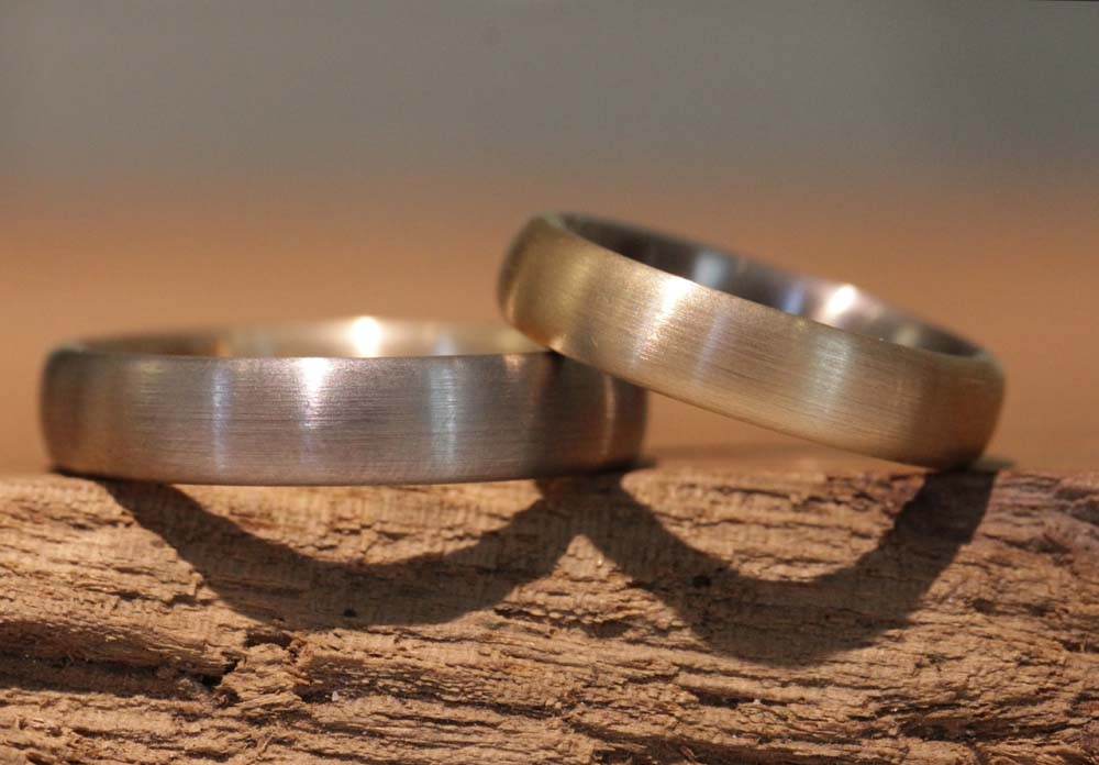 Image 017: Multi-colored wedding rings, solder rings made of gray and rose gold.
