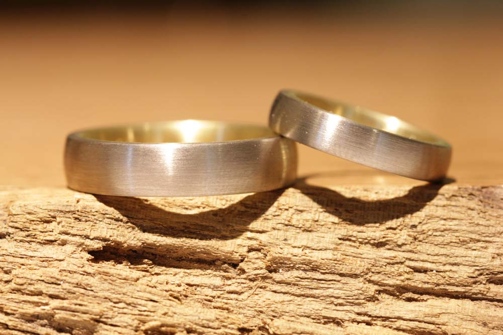 Photo 021: Individual production of wedding rings from palladium and yellow gold, here solder rings.