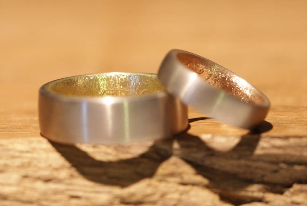 Image 024a: multicolored wedding rings, different, noble and individual, gray, yellow and red gold.