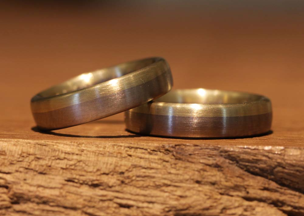 Image 30a: Two-tone wedding rings without stone, simple and classic.