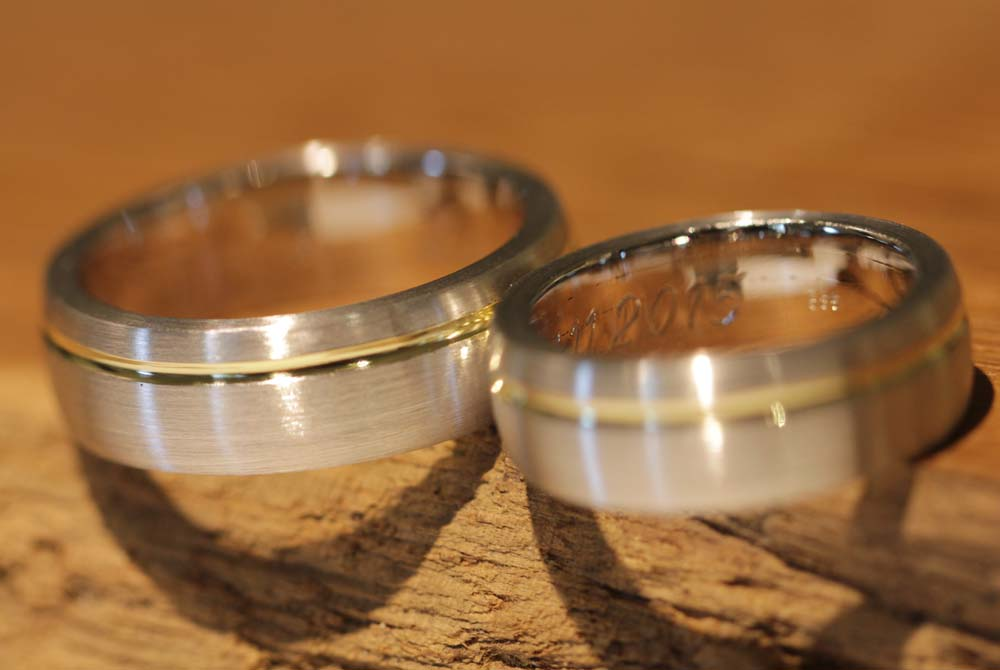 Image 039: Result from the wedding ring course, two-tone and straight-lined wedding rings.