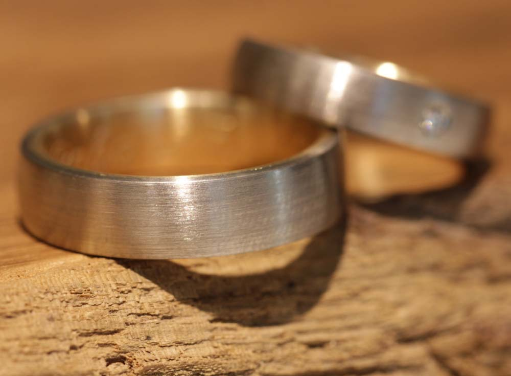 Photo 047: Result from the wedding ring course, two-tone rings with stone.