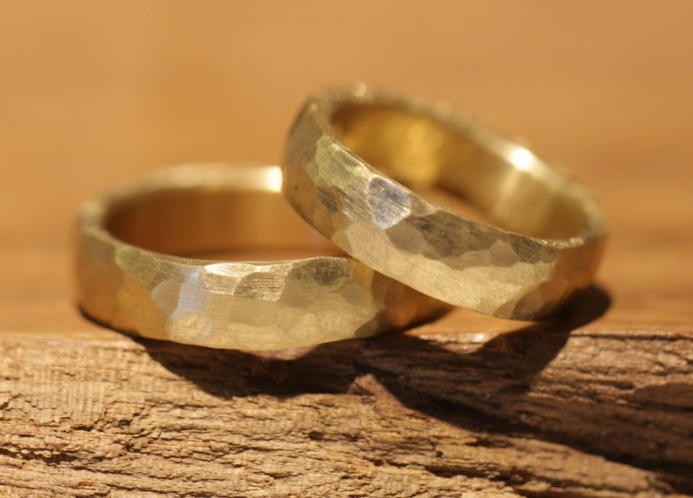 Image 048: rocky wedding rings hand-forged, yellow gold.