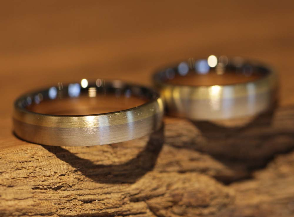 Picture 056b: Forge rings yourself, two-tone wedding rings.