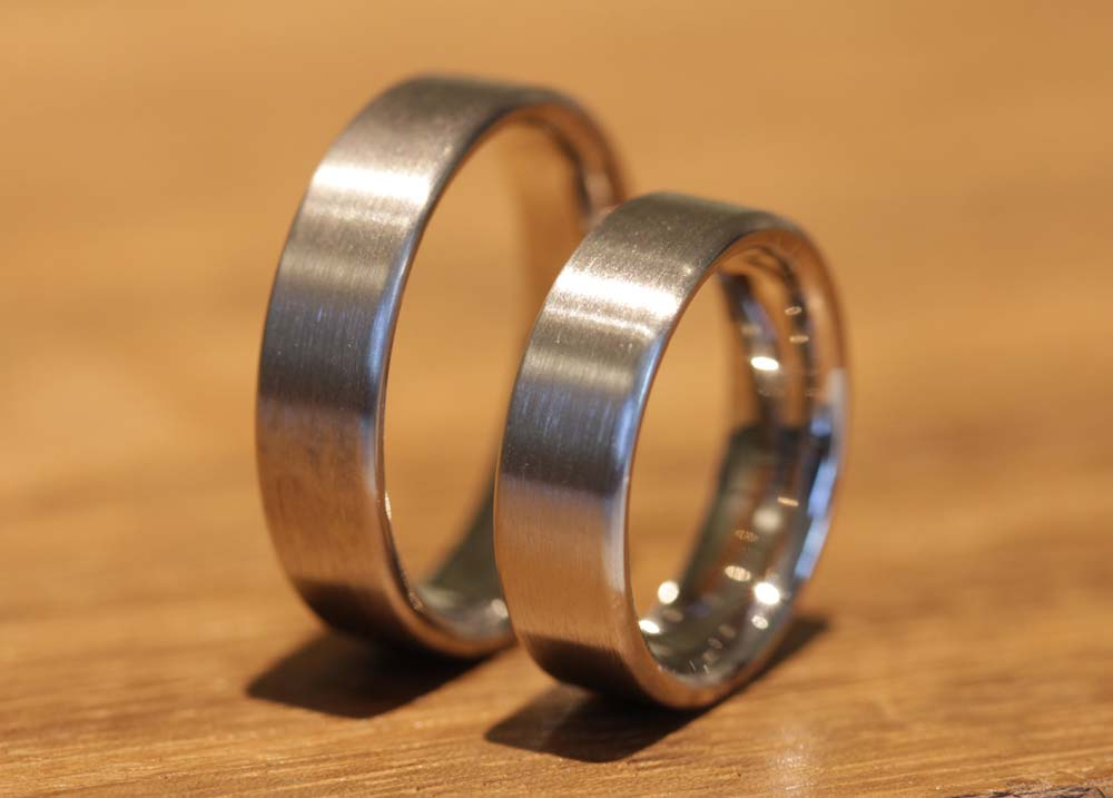 Image 068a: Wedding rings made of gray gold, one color, without stone.
