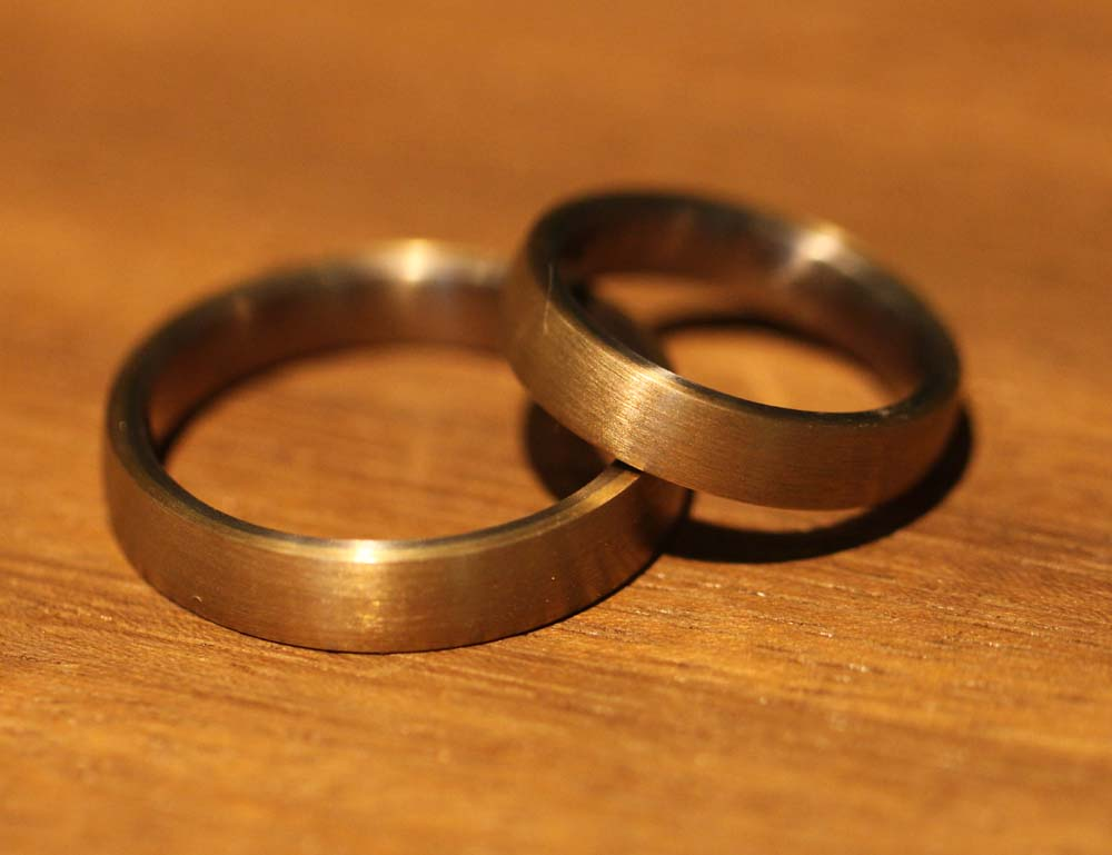Image 161: Solder rings made of rose and gray gold.