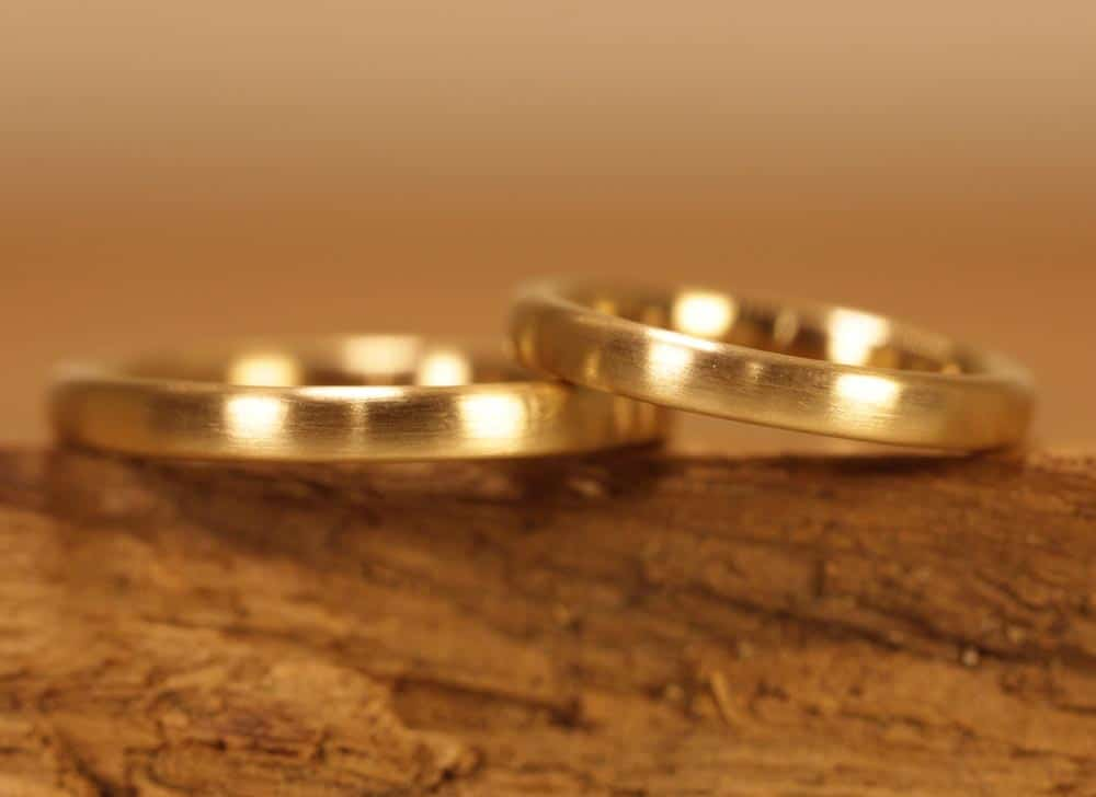 Image 163: narrow wedding rings, yellow gold, polished.