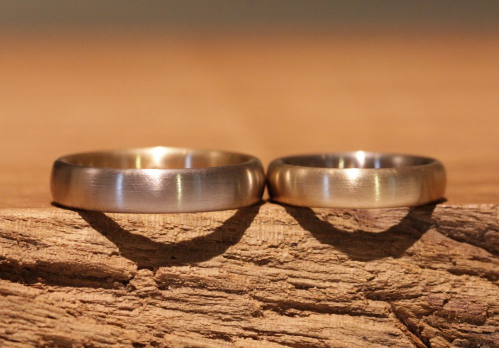 Image 169: Loops made of gray gold and rose gold in reverse, multi-colored wedding rings.