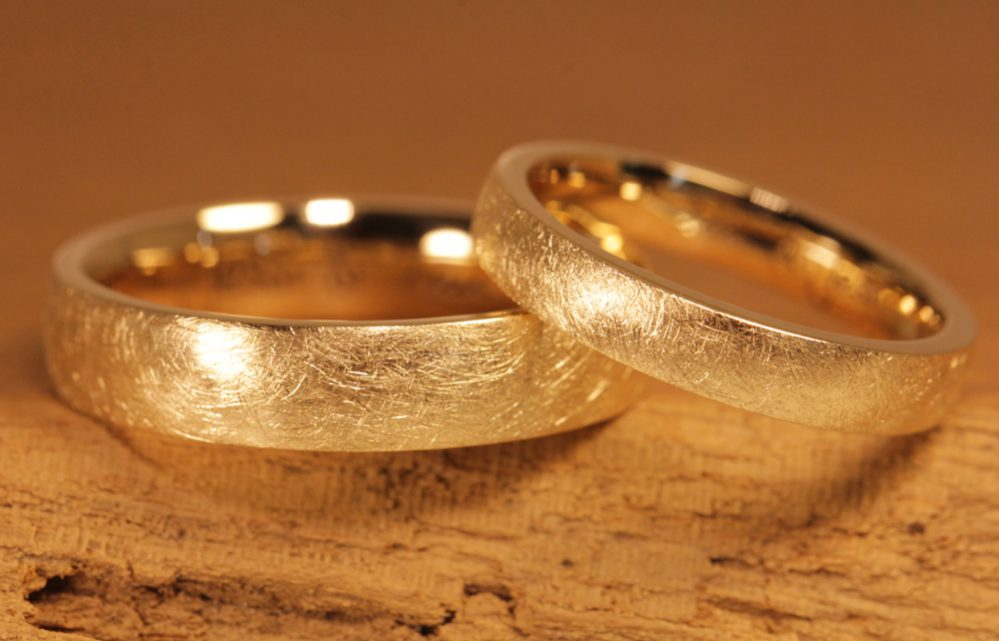 Image 171: Wedding rings made of rose gold, frosted, made by yourself in the wedding ring course.