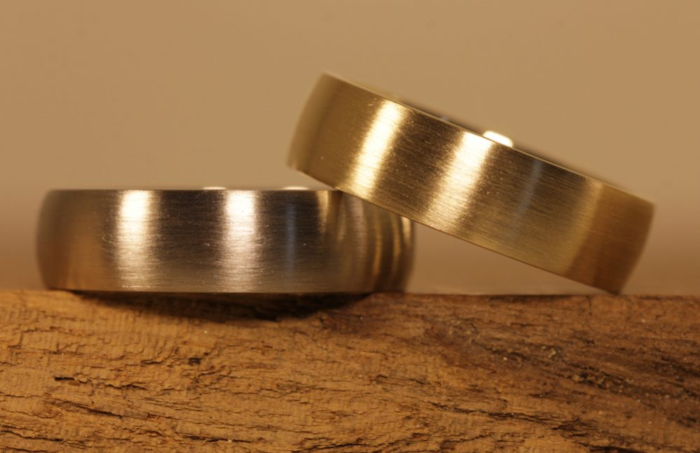 Image 175a: two-tone wedding rings, solder rings made of yellow gold and gray gold.