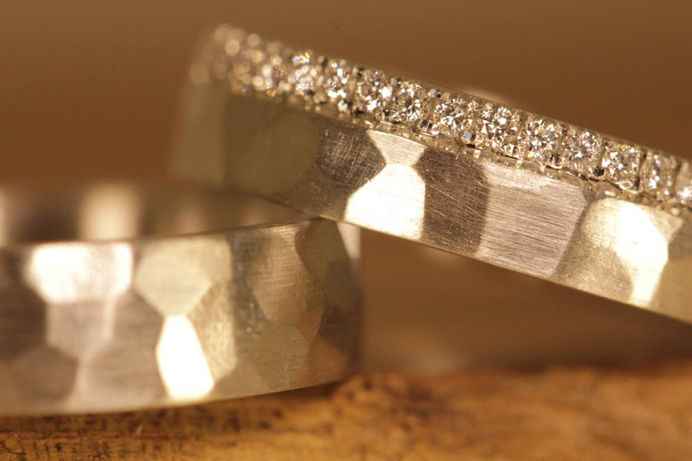 Image 177d: forged wedding rings made of platinum, ladies' ring with a brilliant line all around.