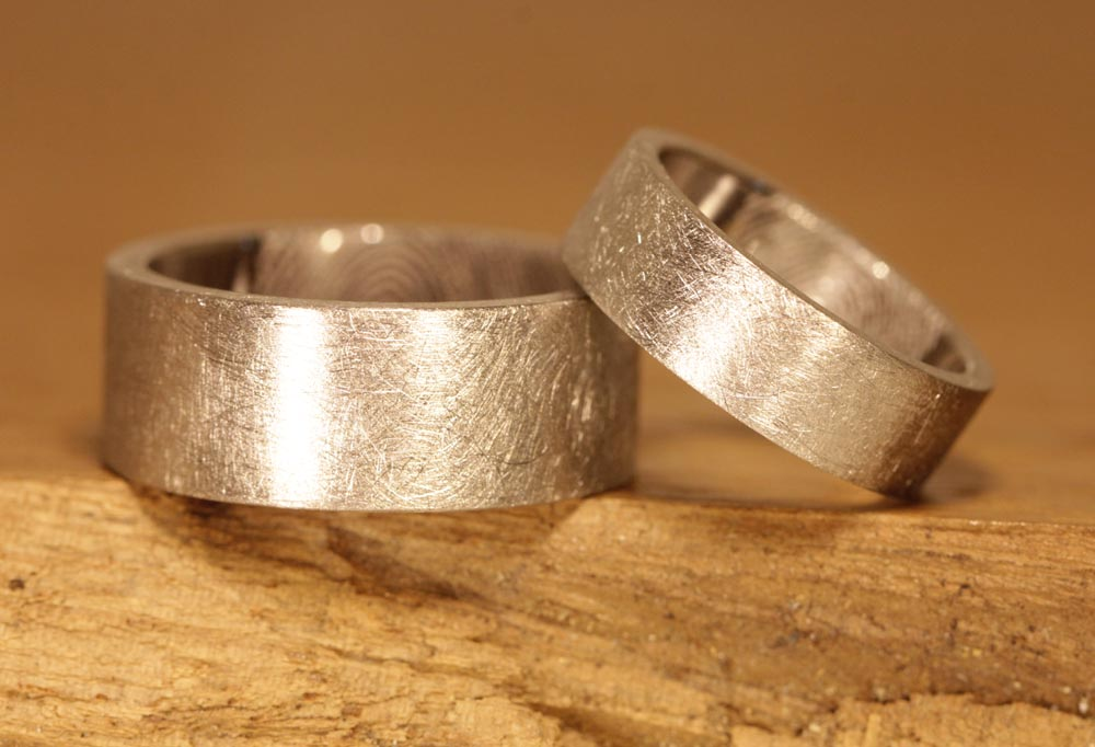 Image 180a: Wedding rings made of palladium, surface frosted, polished inside.