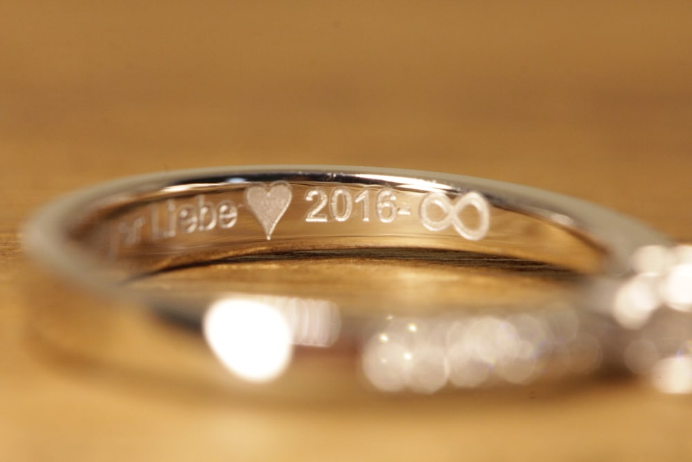 engraved engagement ring (2)