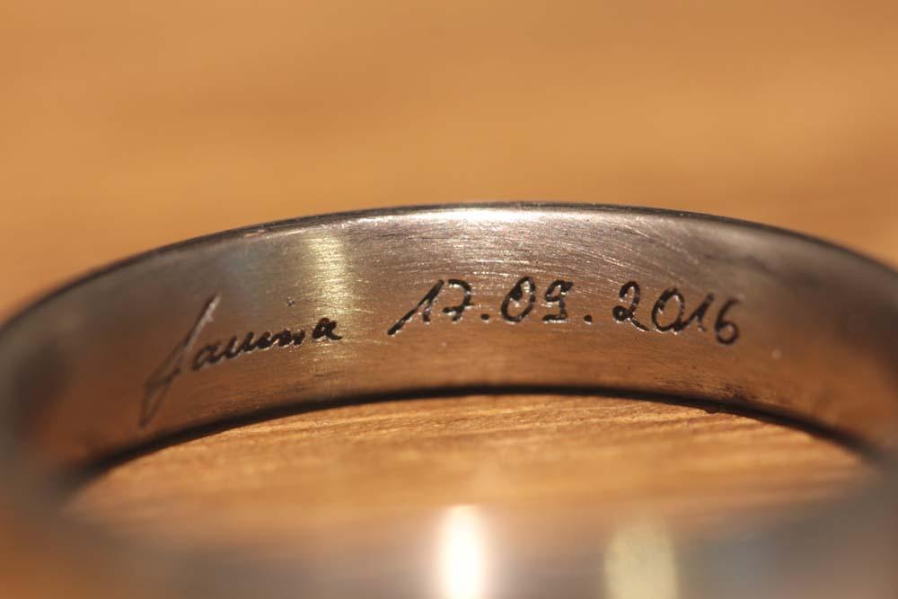 handschriftliche-gravur-trauringe-schmale-ringe (2)