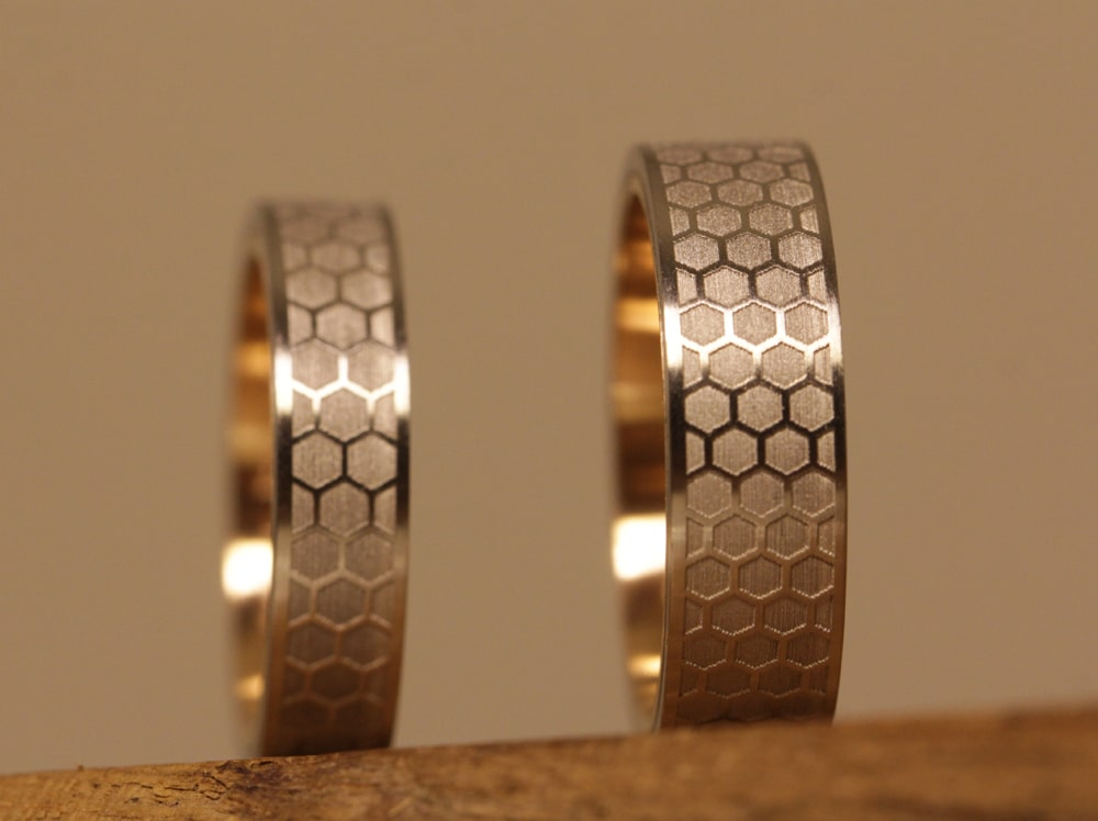wedding-rings-pt-red-gold-laser-engraving-outside (3)