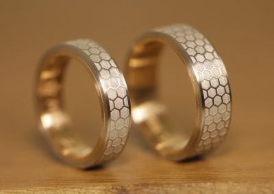 wedding-rings-pt-red-gold-laser-engraving-outside (9)