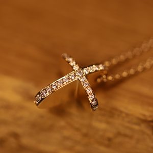 Cross rose gold diamonds (2)