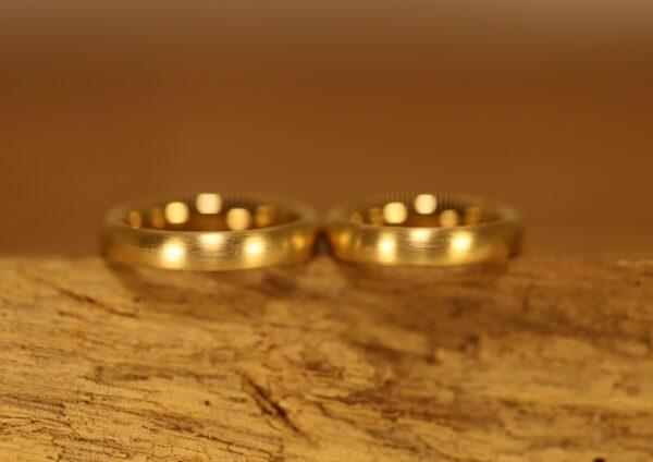 Alianzas de boda ovalada de oro amarillo 750 (2)