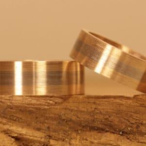 Breite Eheringe Scheibenringe breit mittig 585er graugold und oben und Rotgoldunten